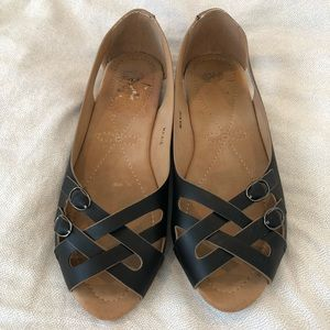G.C. Shoes Shoes - Black leather strappy flats Sz. 8.5